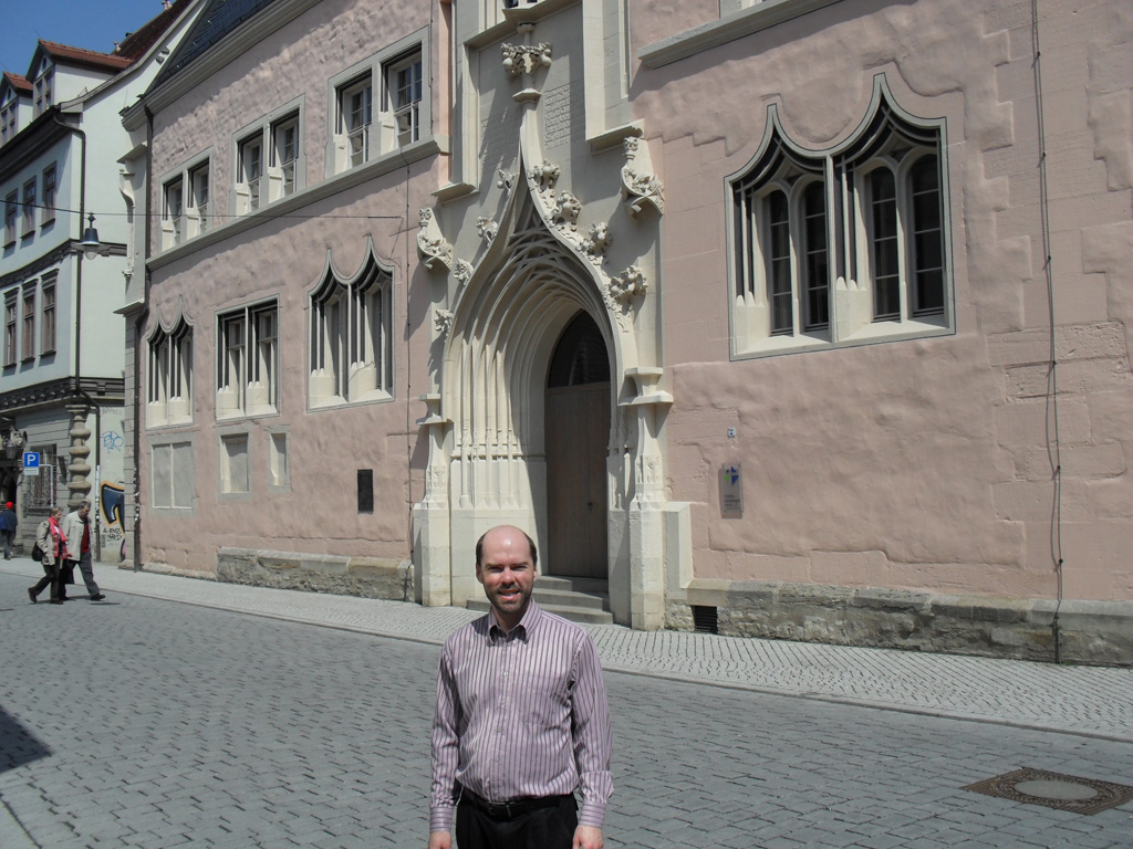 Rémi again in front of the main building of the University of Erfurt