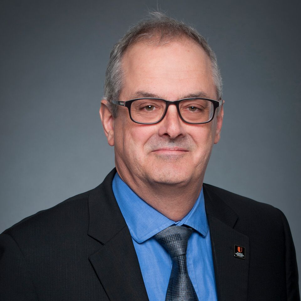 photo du vice recteur à l'administration Normand Beaulieu